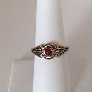 Jewelry - Fashion vintage gold ring size 8